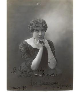 CHARBONNEL Marie, artiste lyrique. Photographie dédicacée et signée (E 10183)